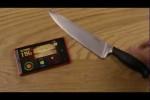 Verrückt: Typ spielt Fruit Ninja auf dem Handy. Mit einem echten Messer!