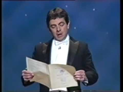 Rowen Atkinson (Mr. Bean) singt die Europahymne (Freude schöner Götterfunken) und vergisst dabei den Text