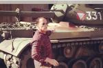 Schwarzenegger_fährt_Panzer